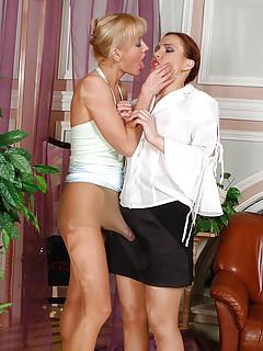 Lesbian Strapon Pics